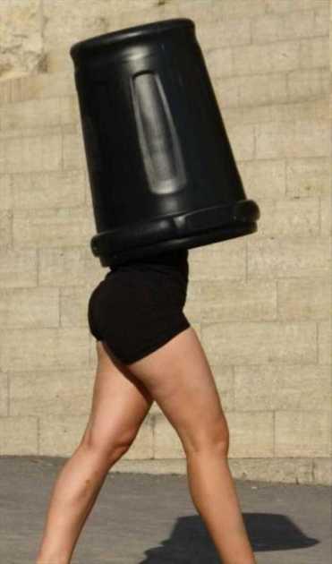 Леди Гага на прогулке